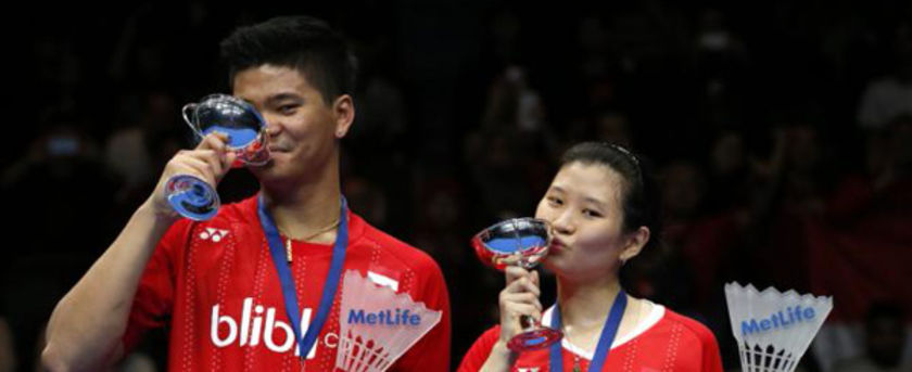 Badminton - Yonex All England Open Badminton Championships - Barclaycard Arena, Birmingham - 13/3/16 Indonesia's  Debby Susanto (R) and Praveen Jordan pose as they celebrate victory in the mixed doubles final Action Images via Reuters / Andrew Boyers Livepic EDITORIAL USE ONLY.